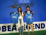 Sonakshi Sinha, Rannvijay Singh at the launch of india_s largest corporate football tournament Legends Cup in Tote racecourse on 9th Oct 2018 (23)_5bbf047d8634c.jpg