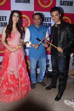 Warina Hussain, Ameet Satam and Aayush Sharma 2 at Ameet Satam_s Adarsh Navratri Utsav Day 1 at JVPD Grounds, Juhu_5bbf0ee00032c.jpg