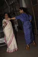 Asha Bhosle, Kajol at the screening of film Helicopter Eela at sunny sound juhu on 11th Oct 2018 (1)_5bc0bc0395254.JPG