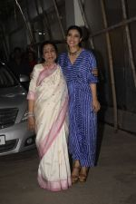Asha Bhosle, Kajol at the screening of film Helicopter Eela at sunny sound juhu on 11th Oct 2018 (11)_5bc0bc0c9c391.JPG