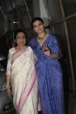 Asha Bhosle, Kajol at the screening of film Helicopter Eela at sunny sound juhu on 11th Oct 2018 (15)_5bc0bc0fb98b1.JPG