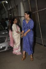 Asha Bhosle, Kajol at the screening of film Helicopter Eela at sunny sound juhu on 11th Oct 2018 (19)_5bc0bc12b52a7.JPG