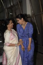 Asha Bhosle, Kajol at the screening of film Helicopter Eela at sunny sound juhu on 11th Oct 2018 (25)_5bc0bc1729f79.JPG