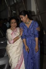 Asha Bhosle, Kajol at the screening of film Helicopter Eela at sunny sound juhu on 11th Oct 2018 (28)_5bc0bc1a13649.JPG