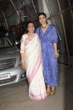 Asha Bhosle, Kajol at the screening of film Helicopter Eela at sunny sound juhu on 11th Oct 2018 (5)_5bc0bc06cb0a4.JPG