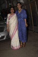 Asha Bhosle, Kajol at the screening of film Helicopter Eela at sunny sound juhu on 11th Oct 2018 (7)_5bc0bc0906cd6.JPG