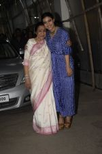 Asha Bhosle, Kajol at the screening of film Helicopter Eela at sunny sound juhu on 11th Oct 2018 (9)_5bc0bc0ad17ca.JPG