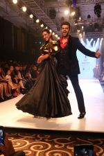 Manish Paul at BT Fashion Week in Mumbai on 12th Oct 2018 (10)_5bc1a4c53c496.JPG