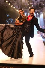 Manish Paul at BT Fashion Week in Mumbai on 12th Oct 2018 (14)_5bc1a4d102d32.JPG
