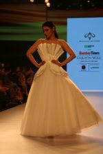 Mouni Roy at BT Fashion Week in Mumbai on 12th Oct 2018 (59)_5bc1a40a40198.JPG