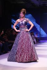 Urvashi Rautela at BT Fashion Week in Mumbai on 12th Oct 2018 (50)_5bc1a4fbd1c9f.JPG