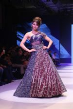 Urvashi Rautela at BT Fashion Week in Mumbai on 12th Oct 2018 (51)_5bc1a4fe981c1.JPG