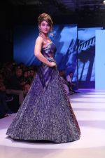 Urvashi Rautela at BT Fashion Week in Mumbai on 12th Oct 2018 (52)_5bc1a5015092b.JPG