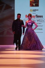 Urvashi Rautela at BT Fashion Week in Mumbai on 12th Oct 2018 (60)_5bc1a5097527a.JPG