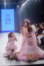 Vartika Singh walk the ramp for Pallavi Madhesia Yadav at BTFW 2018 on 14th Oct 2018 (14)_5bc43e89ebd31.jpg