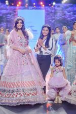 Vartika Singh walk the ramp for Pallavi Madhesia Yadav at BTFW 2018 on 14th Oct 2018 (17)_5bc43e9431f6b.jpg