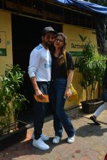 Aayushman Khurana & Wife Tahira Spotted At Farmer_s Cafe In Bandra on 16th Oct 2018 (11)_5bc6ecf3bc742.JPG