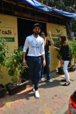 Aayushman Khurana & Wife Tahira Spotted At Farmer_s Cafe In Bandra on 16th Oct 2018 (6)_5bc6ecea2a103.JPG