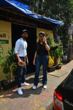 Aayushman Khurana & Wife Tahira Spotted At Farmer_s Cafe In Bandra on 16th Oct 2018 (8)_5bc6ecee06583.JPG