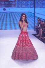 Disha Patani Walk The Ramp As ShowStopper For Designer Kalki Fashion at BTFW on 15th Oct 2018 (52)_5bc6ed9f9de63.JPG