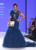 Mugdha Godse Walk The Ramp At Bombay Times Fashion Week on 15th Oct 2018 (20)_5bc6db030db3f.jpg