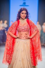 Shriya Saran walk the ramp at Bombay Times Fashion Week (BTFW) 2018 Day 2 for Ashwini Reddy Show on 16th Oct 2018 (27)_5bc6db93214d1.jpg