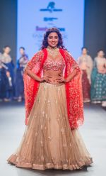 Shriya Saran walk the ramp at Bombay Times Fashion Week (BTFW) 2018 Day 2 for Ashwini Reddy Show on 16th Oct 2018 (29)_5bc6db95d14dd.jpg