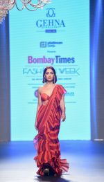 Yami Gautam walk the ramp at Bombay Times Fashion Week (BTFW) 2018 Day 2 for Arpita Mehta Show on 16th Oct 2018  (3)_5bc6dbe6b624a.jpg