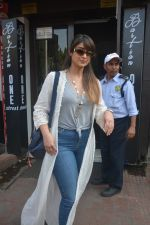 Ileana Dcruz Spotted At Bastian Bandra on 17th Oct 2018 (10)_5bc89270d6557.JPG