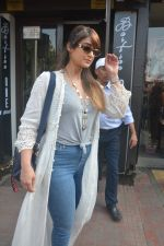 Ileana Dcruz Spotted At Bastian Bandra on 17th Oct 2018 (12)_5bc89274a4bb4.JPG