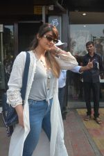 Ileana Dcruz Spotted At Bastian Bandra on 17th Oct 2018 (14)_5bc8927872747.JPG