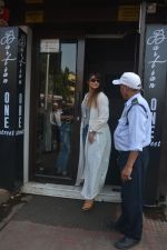 Ileana Dcruz Spotted At Bastian Bandra on 17th Oct 2018 (4)_5bc8926526b7f.JPG