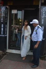 Ileana Dcruz Spotted At Bastian Bandra on 17th Oct 2018 (5)_5bc89267ba4f6.JPG
