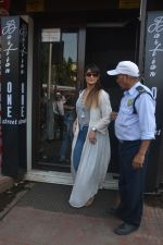 Ileana Dcruz Spotted At Bastian Bandra on 17th Oct 2018 (6)_5bc89269801c5.JPG