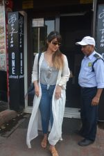 Ileana Dcruz Spotted At Bastian Bandra on 17th Oct 2018 (7)_5bc8926b46bb9.JPG