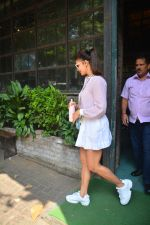 Jacqueline Fernandez Spotted At Palli Village Cafe In Bandra on 17th Oct 2018 (11)_5bc834b5d3299.JPG