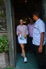 Jacqueline Fernandez Spotted At Palli Village Cafe In Bandra on 17th Oct 2018 (4)_5bc834a84c014.JPG