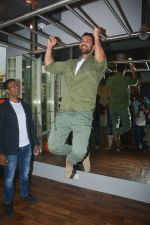 John Abraham at the launch of Vinod Channa_s VC Fitness in khar on 18th Oct 2018 (17)_5bc97d5a9be77.jpg