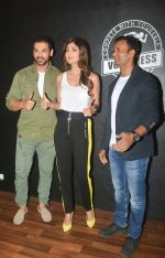 John Abraham, Shilpa Shetty at the launch of Vinod Channa_s VC Fitness in khar on 18th Oct 2018 (10)_5bc97d6e4db3c.jpg