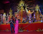 Katrina Kaif at North Bombay Sarbhojanik Durga Puja in vile parle on 18th Oct 2018 (7)_5bc97dd1040b7.jpg