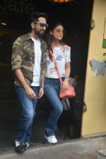 Ayushman khurana with wife Tahira spotted at farmer_s cafe Bandra on 19th Oct 2018 (10)_5bcd8a710fcc6.JPG