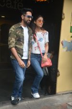 Ayushman khurana with wife Tahira spotted at farmer_s cafe Bandra on 19th Oct 2018 (11)_5bcd8a72f3150.JPG
