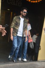 Ayushman khurana with wife Tahira spotted at farmer_s cafe Bandra on 19th Oct 2018 (4)_5bcd8a64076f7.JPG