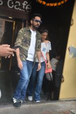 Ayushman khurana with wife Tahira spotted at farmer_s cafe Bandra on 19th Oct 2018 (5)_5bcd8a663225c.JPG