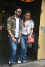 Ayushman khurana with wife Tahira spotted at farmer_s cafe Bandra on 19th Oct 2018 (8)_5bcd8a6c7d8d3.JPG