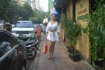 Kim Sharma Spotted At Farmer_s Cafe Bandra on 20th Oct 2018 (4)_5bcd91a7b2ce3.JPG