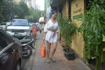 Kim Sharma Spotted At Farmer_s Cafe Bandra on 20th Oct 2018 (5)_5bcd91a999664.JPG