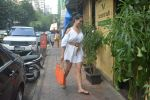 Kim Sharma Spotted At Farmer_s Cafe Bandra on 20th Oct 2018 (6)_5bcd91ab7eef5.JPG
