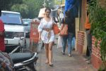 Kim Sharma Spotted At Farmer_s Cafe Bandra on 20th Oct 2018 (8)_5bcd91af34de7.JPG