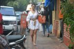 Kim Sharma Spotted At Farmer_s Cafe Bandra on 20th Oct 2018 (9)_5bcd91b13dcd4.JPG